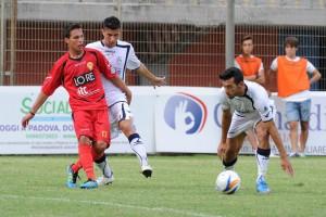 L'attaccante ex Nissa Cosimo Bruno, alla prima marcatura in giallorosso.
