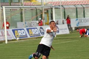 La gioia incontenibile di Andrea Parachì dopo la marcatura, splendida, valsa il momentaneo 2-1 (foto Luca Maricchiolo)