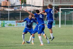 La gioia dei giocatori dell'Aprilia dopo un gol
