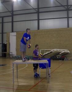 Il tecnico Cannestracci impegnato in una fase dell'allenamento