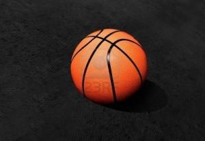 5324135-basket-isolato-su-uno-sfondo-nero-con-texture