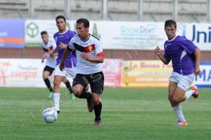 L'attaccante del Città di Messina Cosimo Bruno in azione contro la Gioiese. A Ragusa l'ex punta della Nissa ha realizzato la sua prima marcatura in giallorosso.