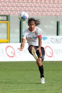 L'attaccante del Messina Giorgio Corona in azione (foto Alessio Costa)