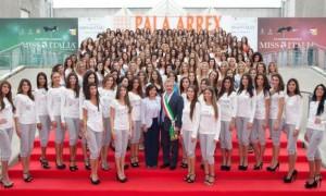 Foto di gruppo, a Jesolo, per le 186 prefinaliste nazionali di Miss Italia