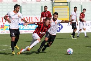 Lasagna e Bucolo contendono un possesso ad un avversario (foto Luca Maricchiolo)