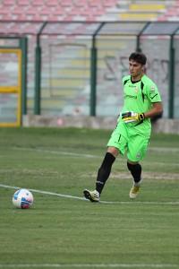 Lagomarsini gioca il pallone con i piedi