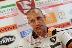 Il tecnico della Salernitana Stefano Sanderra in conferenza stampa.