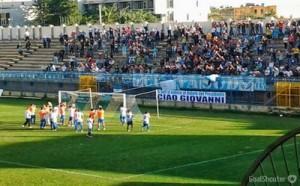 Calciatori e tifosi dell'Akragas hanno dedicato il successo a Giovanni Alessi, imprenditore e dirigente agrigentino, nonchè fratello del presidente, appena scomparso in un tragico incidente