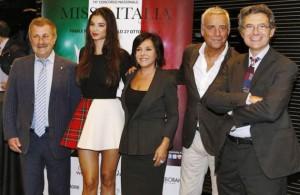 Alcuni intervenuti alla conferenza stampa di Milano: al centro Patrizia Mirigliani