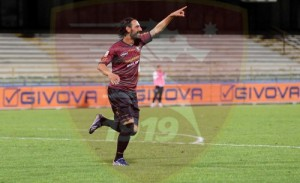 L'esultanza di Guazzo per la rete dell'1-0 firmata subito dopo il suo ingresso in campo