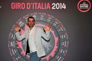 Vincenzo Nibali alla presentazione del Giro d'Italia 2014. Il corridore dell'Astana dovrebbe comunque essere al via del Tour de France e non della prossima corsa rosa