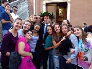 Roberto Frisone con le giocatrici del vivaio della WP Despar Messina
