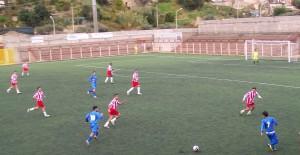Fase di gioco con i pirainesi  (maglia azzurra) Butera e Scolaro
