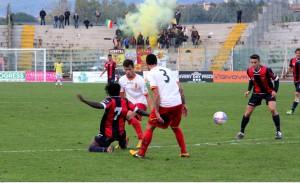 Quintoni e Ferreira impegnati in marcatura (foto Paolo Furrer)