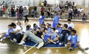 Gli Istruttori Paladina e Cavalieri coi ragazzi del settore Minibasket