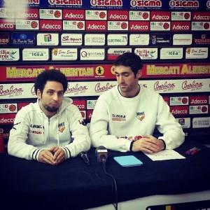 L'Ass. coach Francesco Trimboli e l'ala Nicola Natali in conferenza stampa