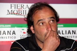 Il tecnico del Messina Gaetano Catalano in sala stampa domenica scorsa a Caserta