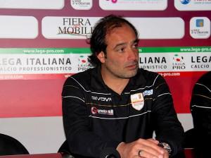 """Il tecnico del Messina Gaetano Catalano nella sala stampa del """"Pinto"""" (foto Paolo Furrer)"""