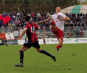 Un intervento acrobatico di Alessio De Bode (foto Paolo Furrer)