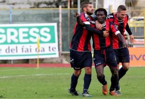 L'esultanza dei calciatori della Casertana (foto Paolo Furrer)