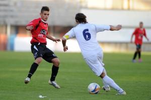 Il giovane centrocampista Samuel Portovenero, classe 1996, in azione contro il Rende (foto Giovanni Isolino)