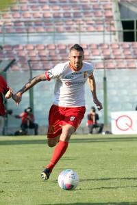 """Il """"Cigno"""" di Brindisi in azione contro la sua ex squadra, il Cosenza (foto Luca Maricchiolo)"""