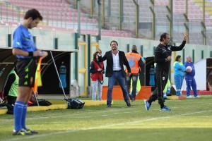Catalano in panchina contro il Melfi (foto Luca Maricchiolo)