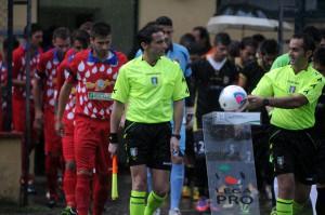 L'ingresso in campo di Gavorrano e Messina, avversarie nell'ultimo torneo di Seconda Divisione