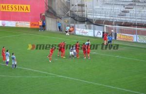 La punizione di Antonio Crucitti, che ha fissato il punteggio sull'1-4 conclusivo (foto Omar Menolascina)