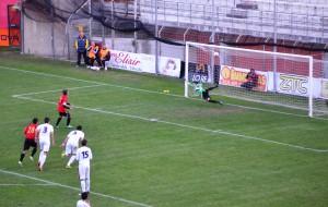 Camarda trasforma il rigore che vale il definitivo 2-2 (foto Omar Menolascina)
