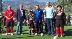 da sinistra Giovanni Tavilla (Riviera), Tullio Lanese, Silvio De Salvo (Acr Messina) assieme ad alcuni bimbi
