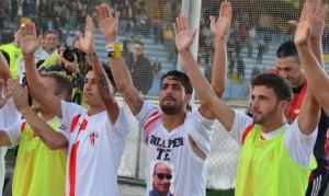 I giocatori del Savoia fanno festa (foto tratta dal sito ufficiale del Savoia)
