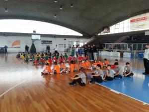 Il gruppo dei partecipanti alla manifestazione Minibasket
