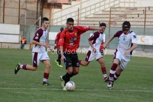 Il centrocampista offensivo Bonamonte in azione contro il Pomigliano