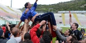 Gaetano Catalano portato in trionfo