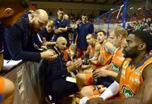 Piero Coen (coach Fileni Jesi) parla alla sua squadra
