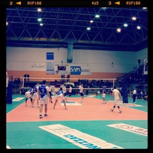 Fase di gioco al PalaSassi tra Coserplast Matera e Elettrosud Volley Brolo
