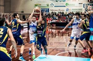 Fultz attacca la difesa della Sigma Barcellona