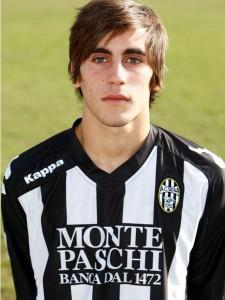 Il centrocampista con la maglia del Siena