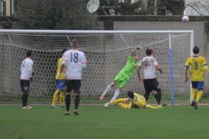 Dopo l'esordio in terra campana ed il cartellino giallo rimediato nel finale un turno di squalifica per via delle precedenti ammonizioni di Caserta