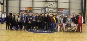 Epilogo del torneo con i rappresentanti delle tre squadre a centrocampo