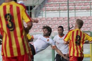 Roberto Chiaria in azione contro il Catanzaro in Coppa Italia