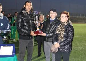 Giorgio Corona ritira il premio assegnato al Messina per la vittoria del Memorial (foto Paolo Furrer)