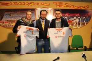 I neo-acquisti Caturano e Franco insieme al direttore sportivo del Messina Ferrigno