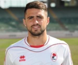 ll difensore Errico Altobello con la maglia del Bari