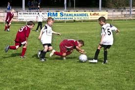 Giovanissimi calciatori in azione