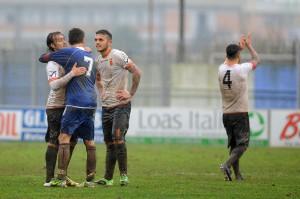I giocatori del Messina al termine del match di Aprilia (foto Paolo Furrer)