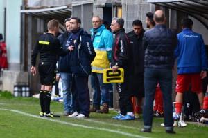 Panarello discute con il direttore di gara (foto Giovanni Isolino)