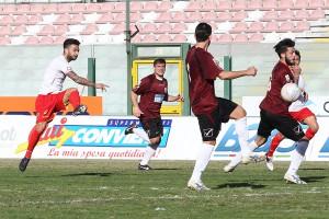 Bucolo sfodera il tiro dell'1-0 (foto Luca Maricchiolo)
