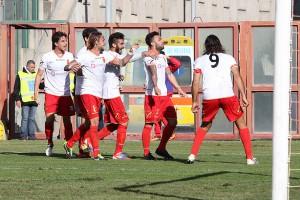 L'esultanza di Bucolo dopo la rete dell'1-0 (foto Gabriele Maricchiolo)